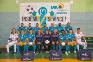 Real Futsal Arzignano in posa con la MB Conveyors